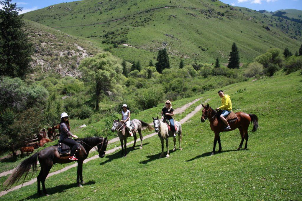 horseriding from chon kemin to issyk kul